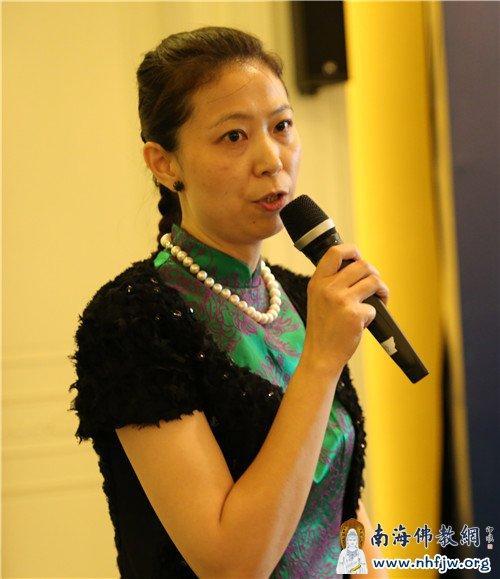 中国下一代教育基金会(企业社会责任专项基金)秘书长孙慧主持论坛