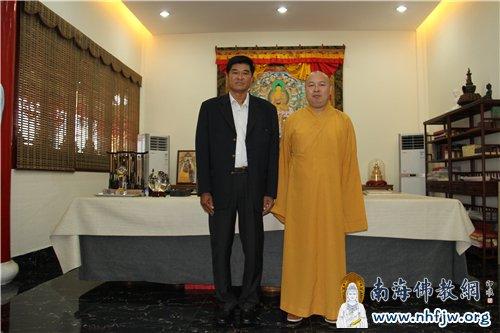 柬埔寨陆军总司令米索披与印顺大和尚合影